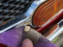 専用のクロ● スにサビトリ キングを使っ 力を。て磨く 入れず薬液を たっぷり出し て磨くのがポ 。イントだ