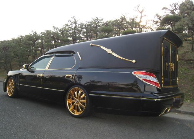金メッキ霊柩車2